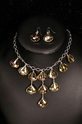 lustrous_necklace_and_earrings-web.jpg